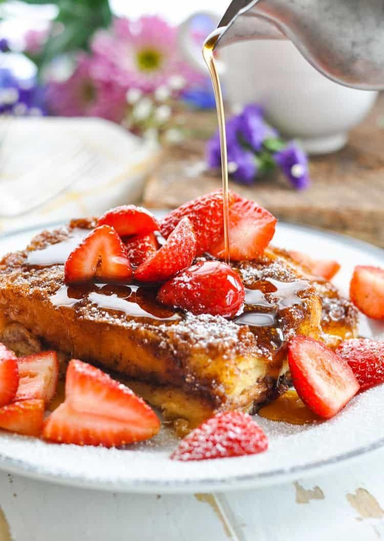 This Dump-and-Bake French Toast Casserole with almost no prep work is the perfect brunch recipe! Top with strawberries and maple syrup. Breakfast Ideas | Brunch Ideas | Breakfast Casserole