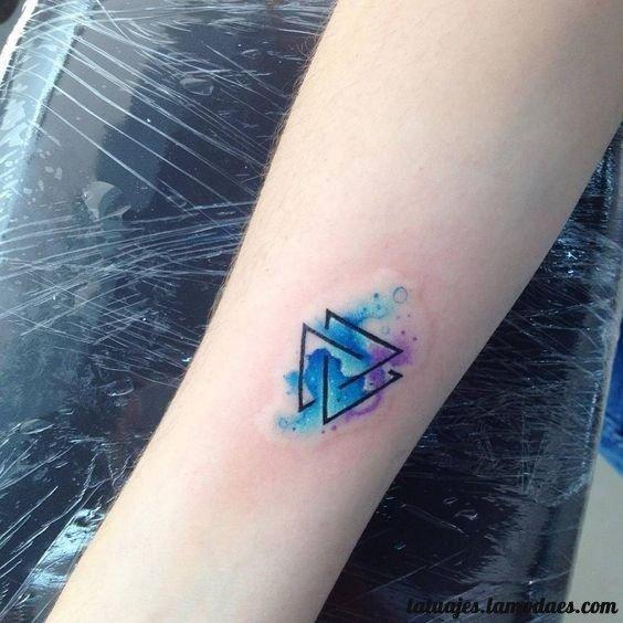 Tatuajes De Triangulos Diseños Y Significado Tatuajes Pinterest