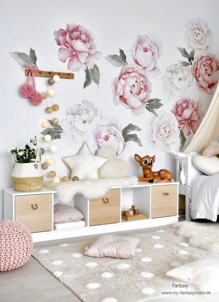 Madchenzimmer Mit Rosen Wandtattoos Und Cotton Balls Lichterkette In Naturtone In 2020 Kinder Zimmer Madchenzimmer Kinderzimmer