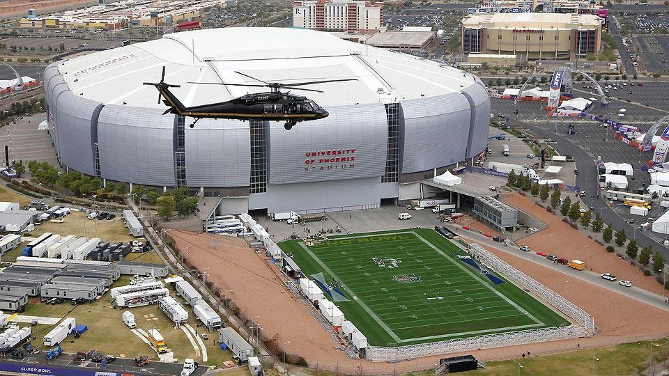 How The Cardinals Home Stadium Got Its Grass Ready For Super Bowl Xlix University Of Phoenix Stadium Stadium Indoor Stadium
