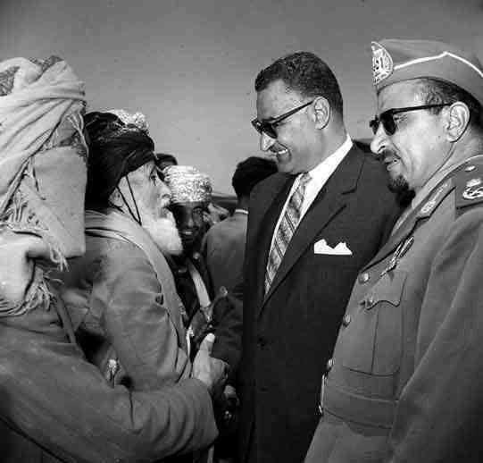 الرئيس جمال عبد الناصر مع الرئيس عبدالله السلال في اليمن Historical Figures Historical Egypt