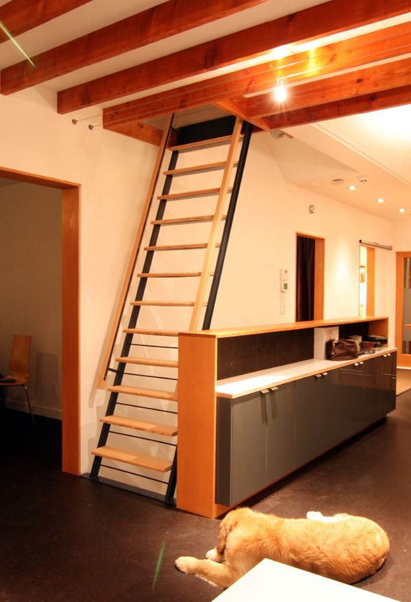 A DIY welded laddertype stairway made comfortable with
