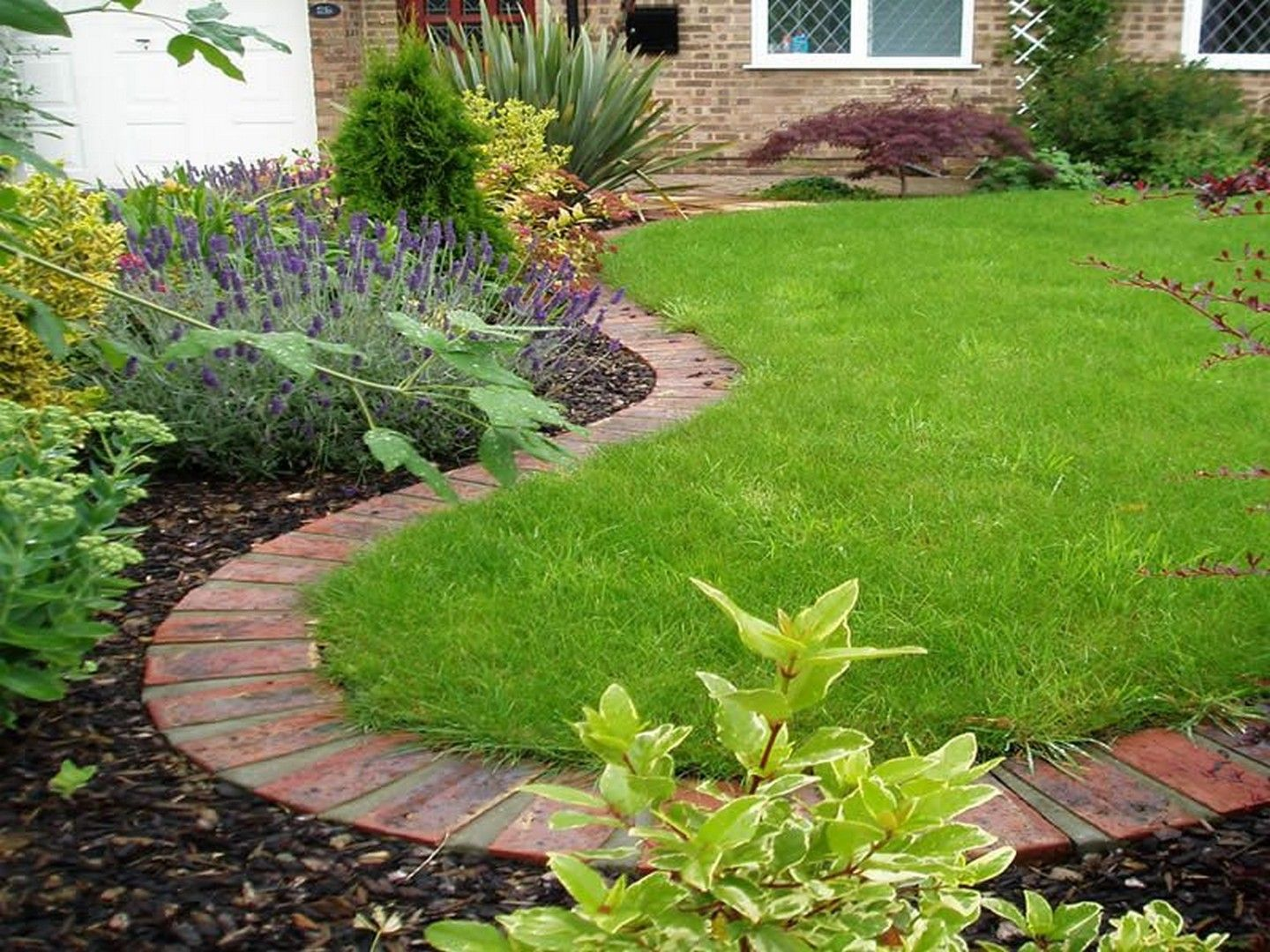 36 Beautiful Lawn Edging Ideas With Images Brick Garden Lawn