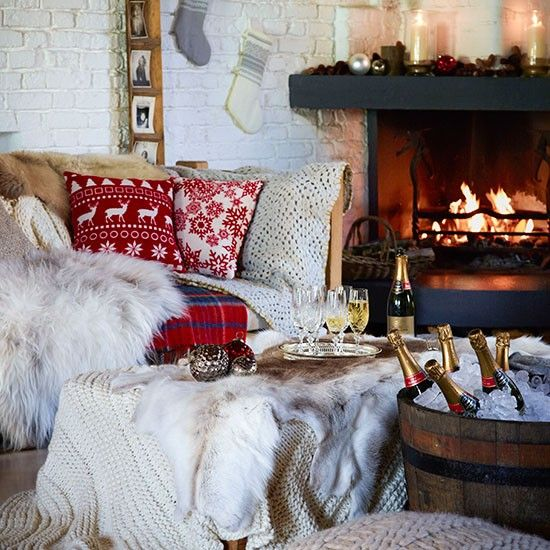 Dining Room Fireplace Ideas For Romantic Winter Nights: Christmas Living Room Decorating Ideas To Get You In The
