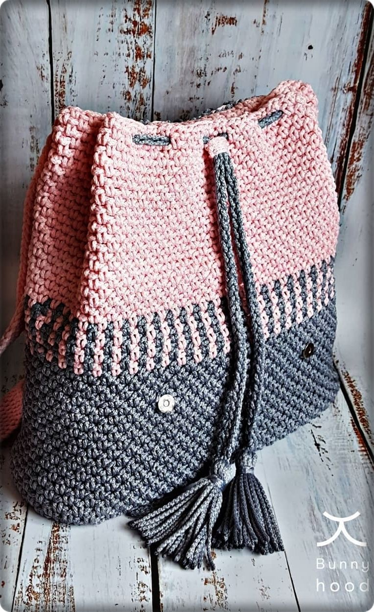 2019 March Crochet Bag Pattern Ideas. New fashion woman handbag in gray and pink color. #bagpatterns