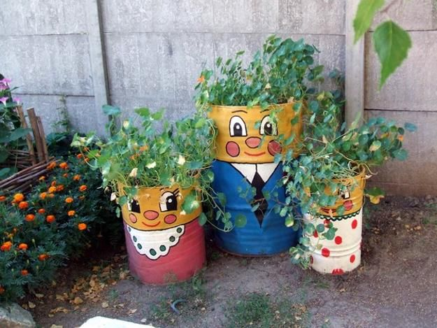Colorful painting ideas to recycle metal barrels and tin for Recycled centerpiece ideas