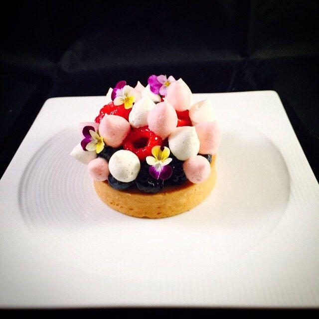 Lemon , white chocolate and berries Tart