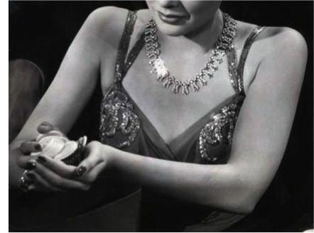 THE SHANGHAI GESTURE, GENE TIERNEY 1941. Pretty necklace / Lindo colar.