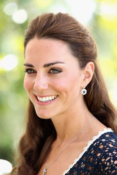 kate-middelton-hairstyle-mini-bun