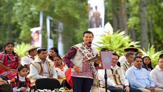 Peña Nieto celebra a los pueblos indígenas en su día, pero su rezago social no termina