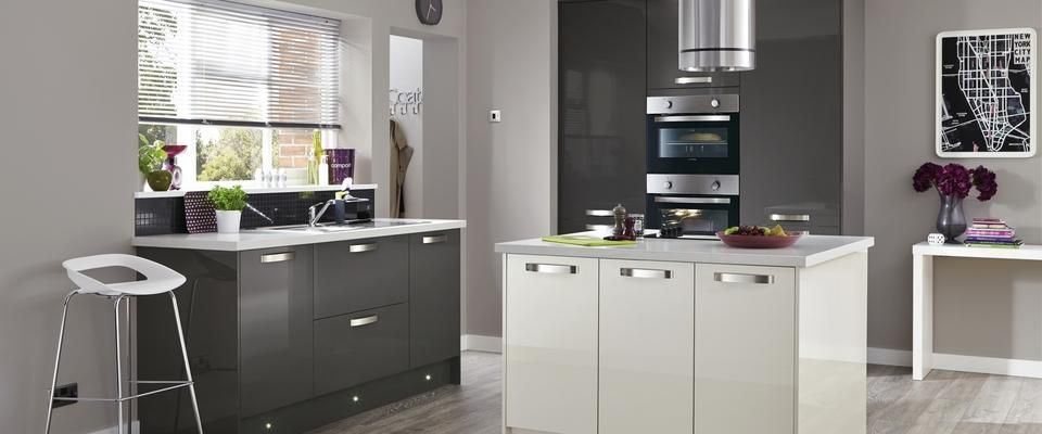 Greenwich gloss graphite kitchen range kitchen families for Kitchen ideas howdens
