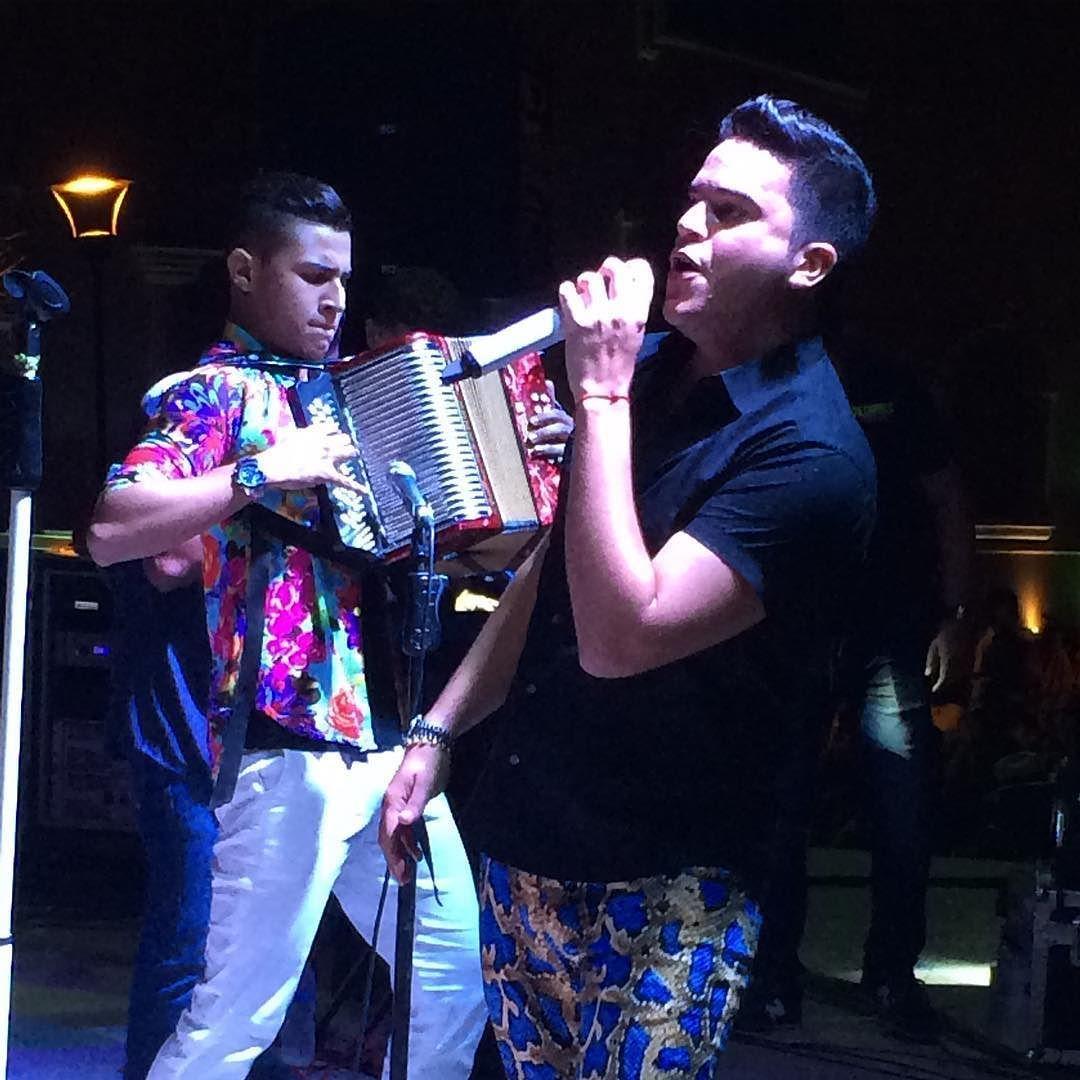 Inicia presentación de @checarrillo y @jorgegarciad26 en los carnavales de Barrancas Guajira by saulbenitezy