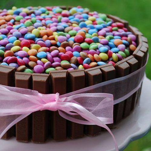 Tarta Facil De Cumpleanos Torta Decorada Con Golosinas Tortas Con Golosinas Y Tartas Kit Kat