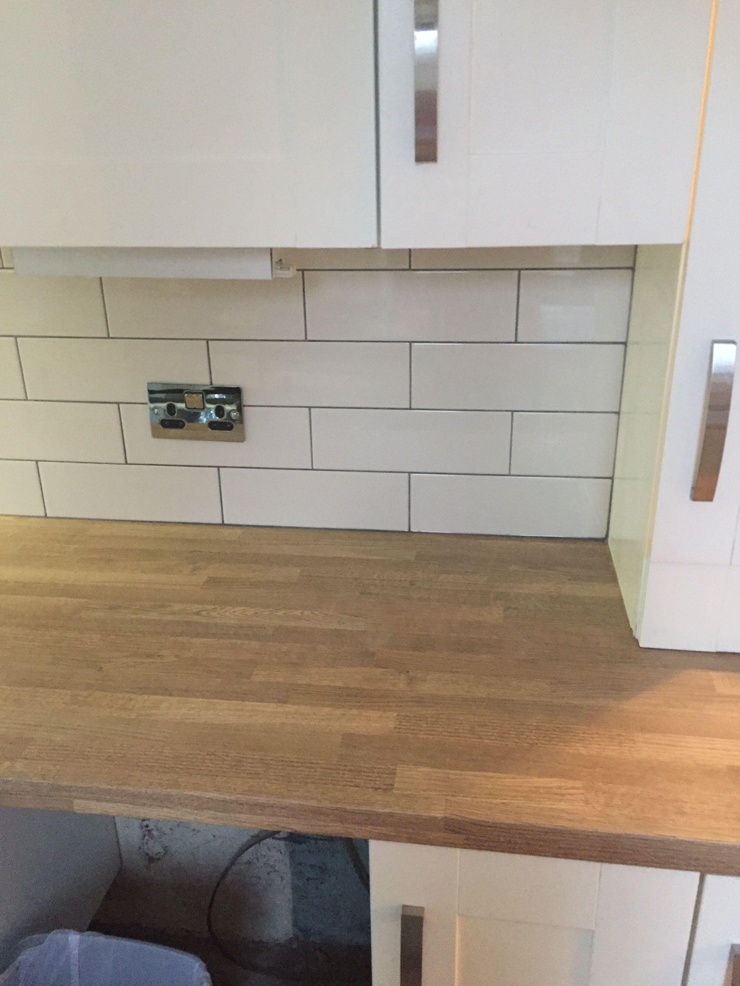 300x100cm Cream Gloss Metro Tile With Dark Grey Grout Kitchen Room Design Kitchen Room Utility Room Designs
