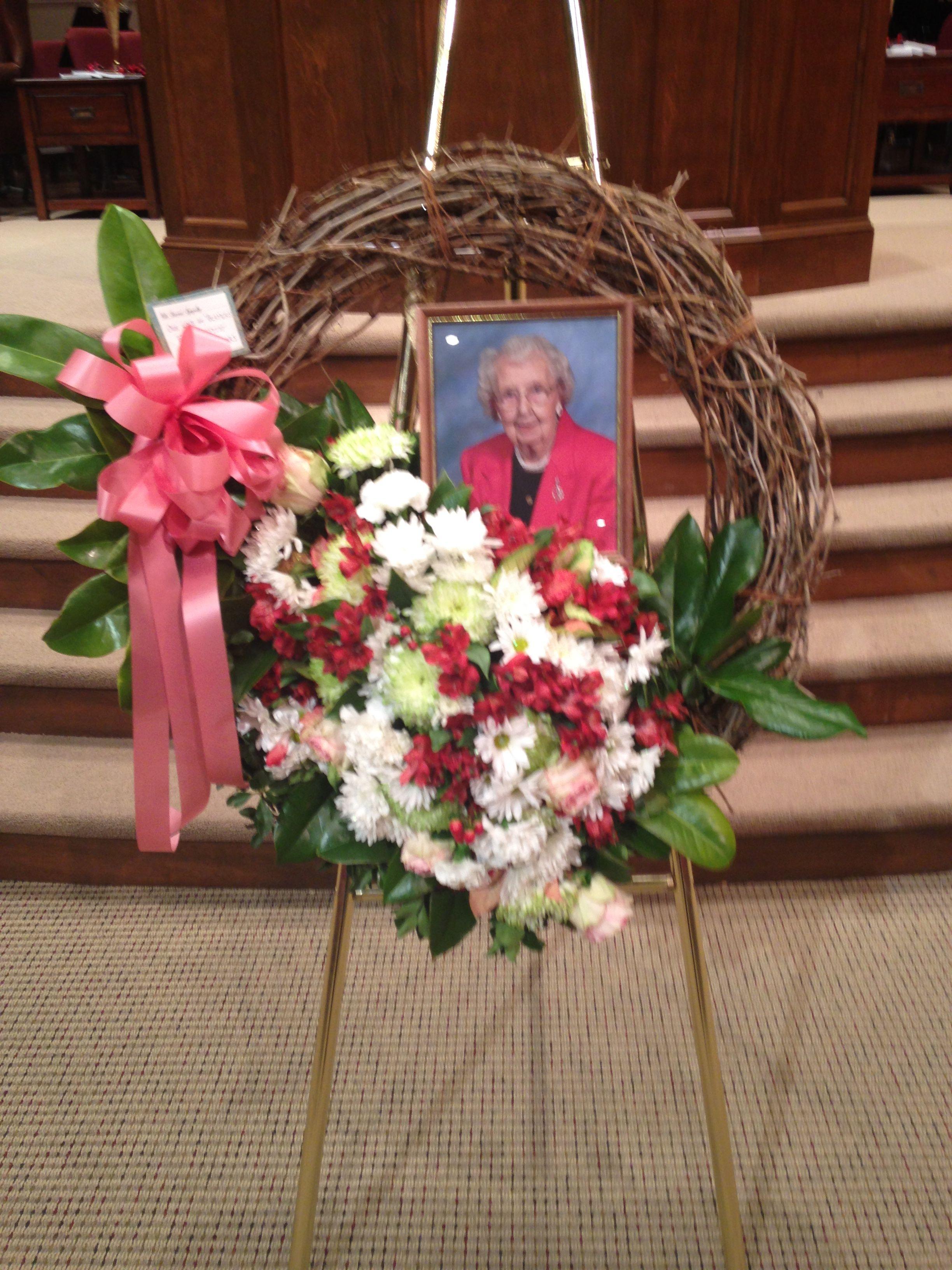 Rustic Burlap Jute Pearl Country Loving Wreath by ... |Redneck Grapevine Trees