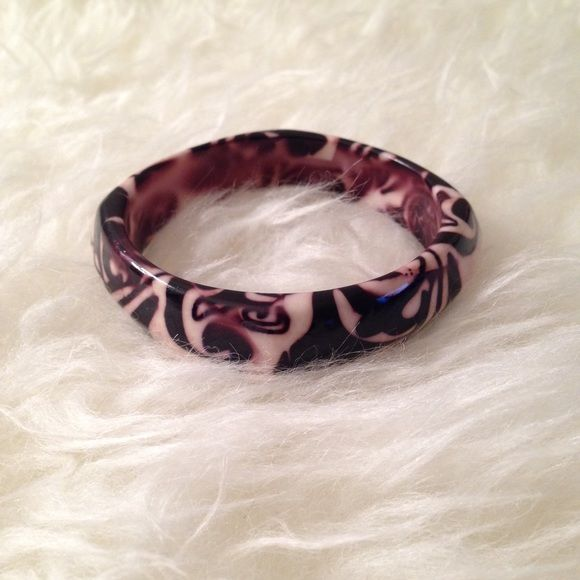 Acrylic bangle Discounted Bundles ▪️Please use the offer feature  ▪️Ships within 24 hours ✈️ ▪️No tradesNo Paypal ▪️ Love the item but not the price?  Make an offer!  ▪️Questions?  Don't be shy!  Feel free to ask  ▪️Condition - NWOT  ▪️Size - One size  ▪️Material - Mixed  ▪️Description - acrylic bangle with a pretty dark plum pattern Jewelry Bracelets