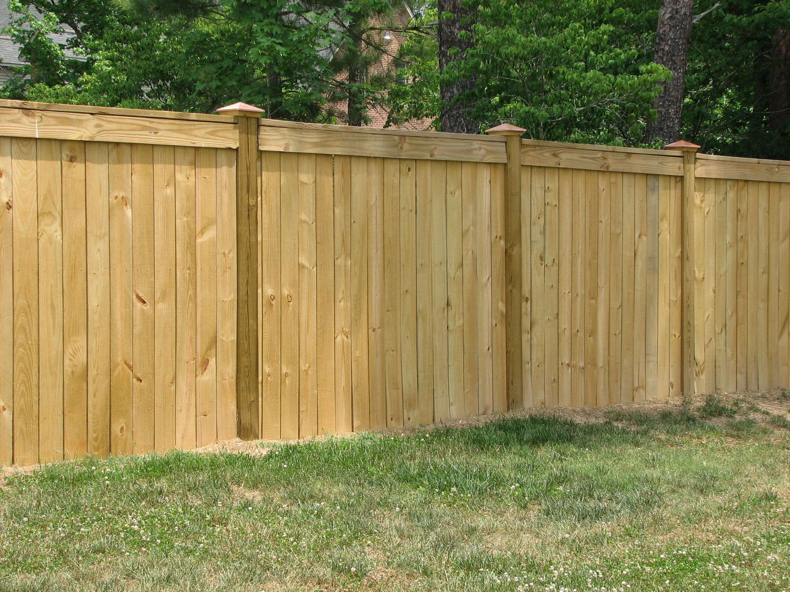Fantastic And Stylish Fencework In Quick Time By Fencecontractors In Manhattan Click To Read More Http Backyard Fences Cheap Backyard Wood Privacy Fence