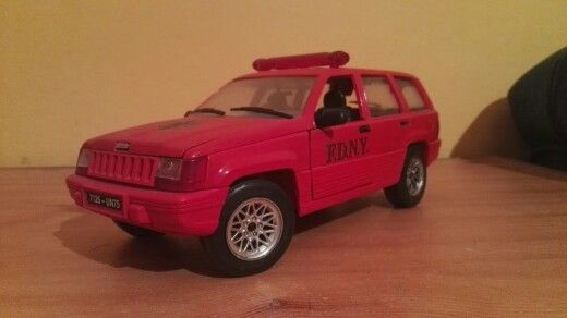 1/18 Jeep Grand Cherokee by Solido