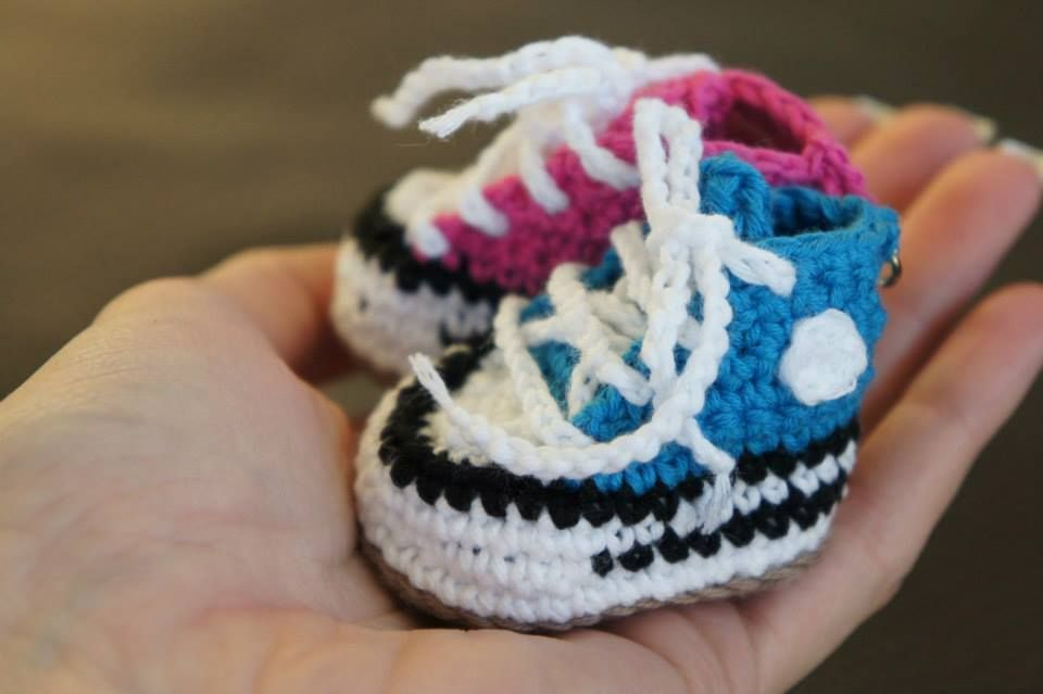 a0424cce108648 Tiny crochet Converse shoes as a keychain