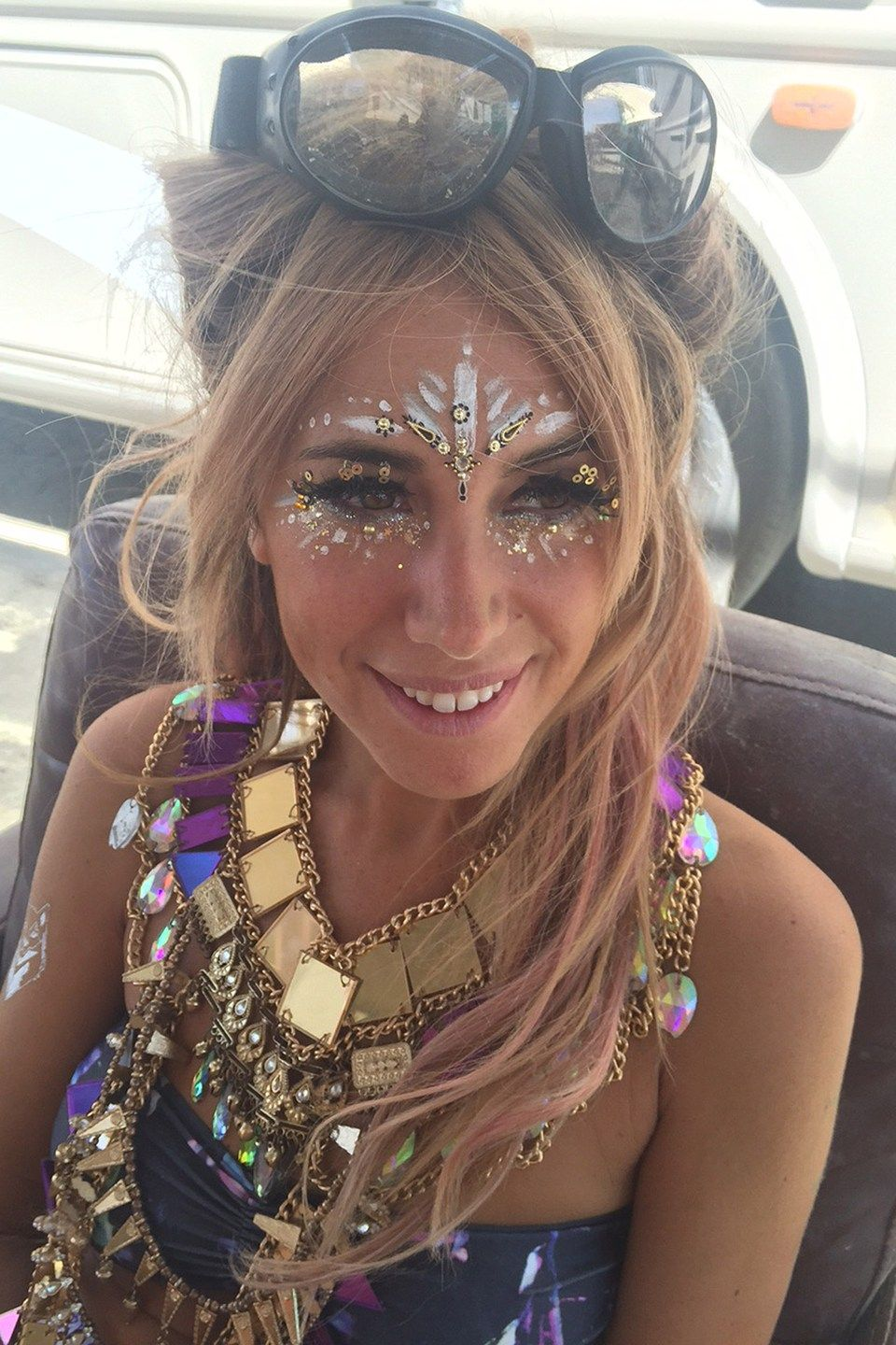 Sparkle shine glitter hair and makeup feathers shimmer - 10 Incredible Beauty Looks From Burning Man