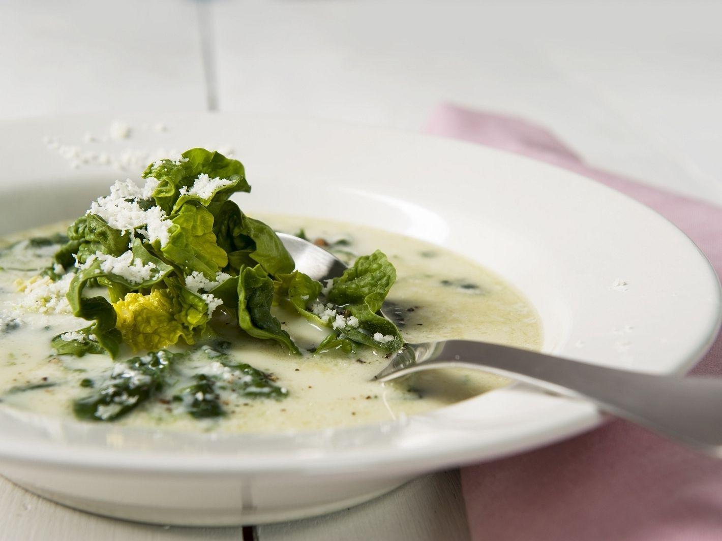 Spinatsuppe mit Parmesan - smarter - Zeit: 30 Min. | eatsmarter.de