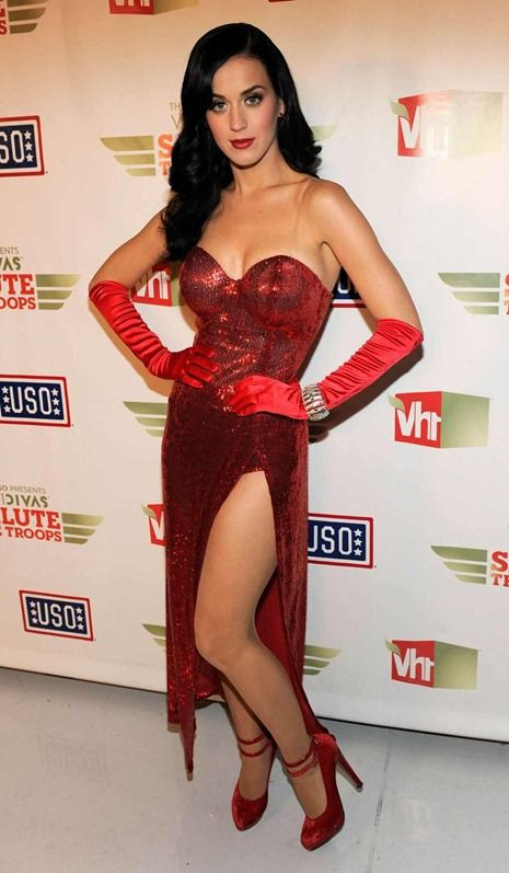 An American singer Katy Perry wore attractive gown complemented by ...