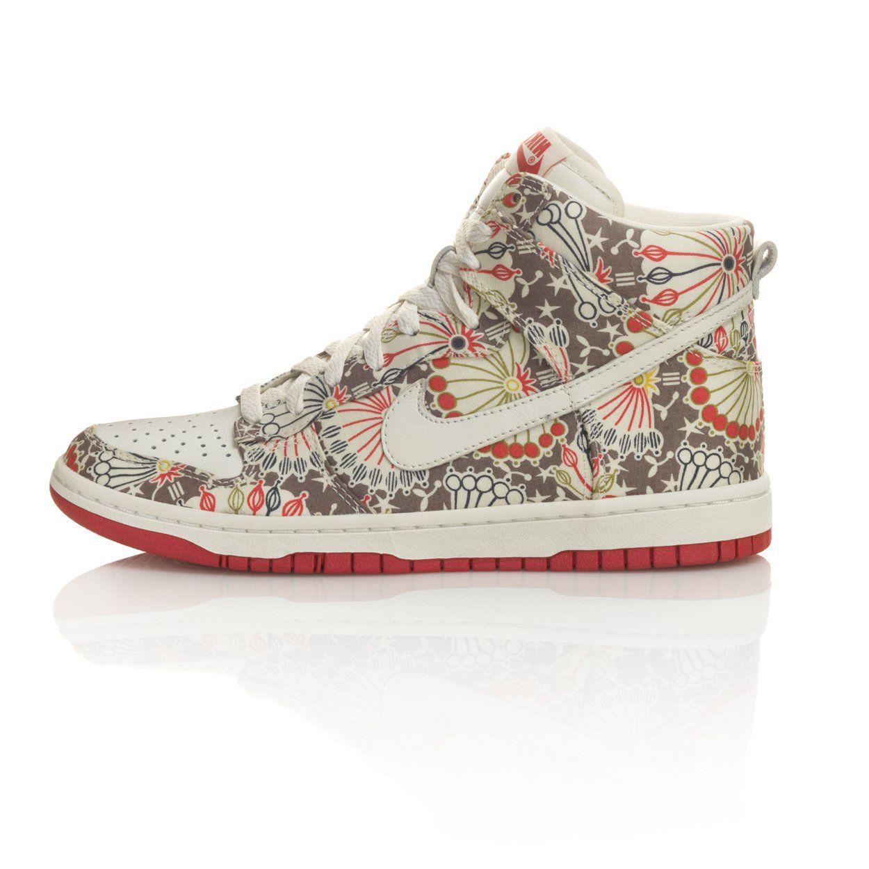 Nike Floral Skinny Dunk Sneaker  1832e27289be