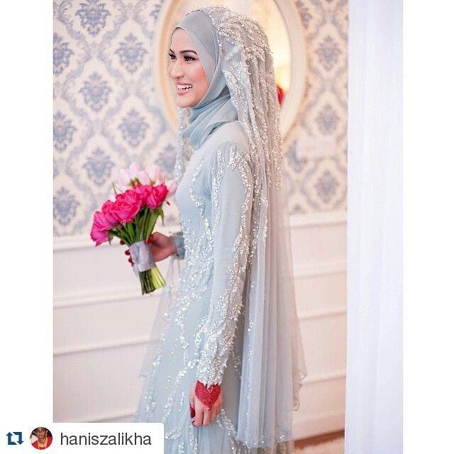 I really love her nikah dress! So LAWA this colour.. dusty mint~ CANTIK LA!