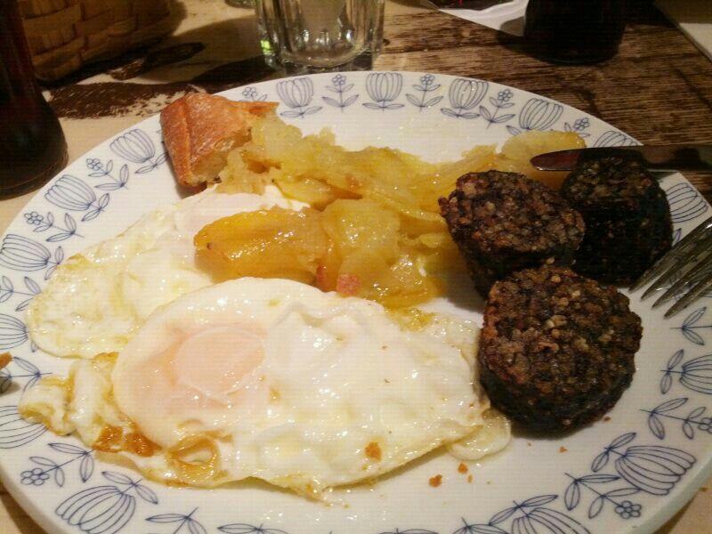 Huevos con morcilla de landa burgos rico pinterest - Platos faciles y ricos ...