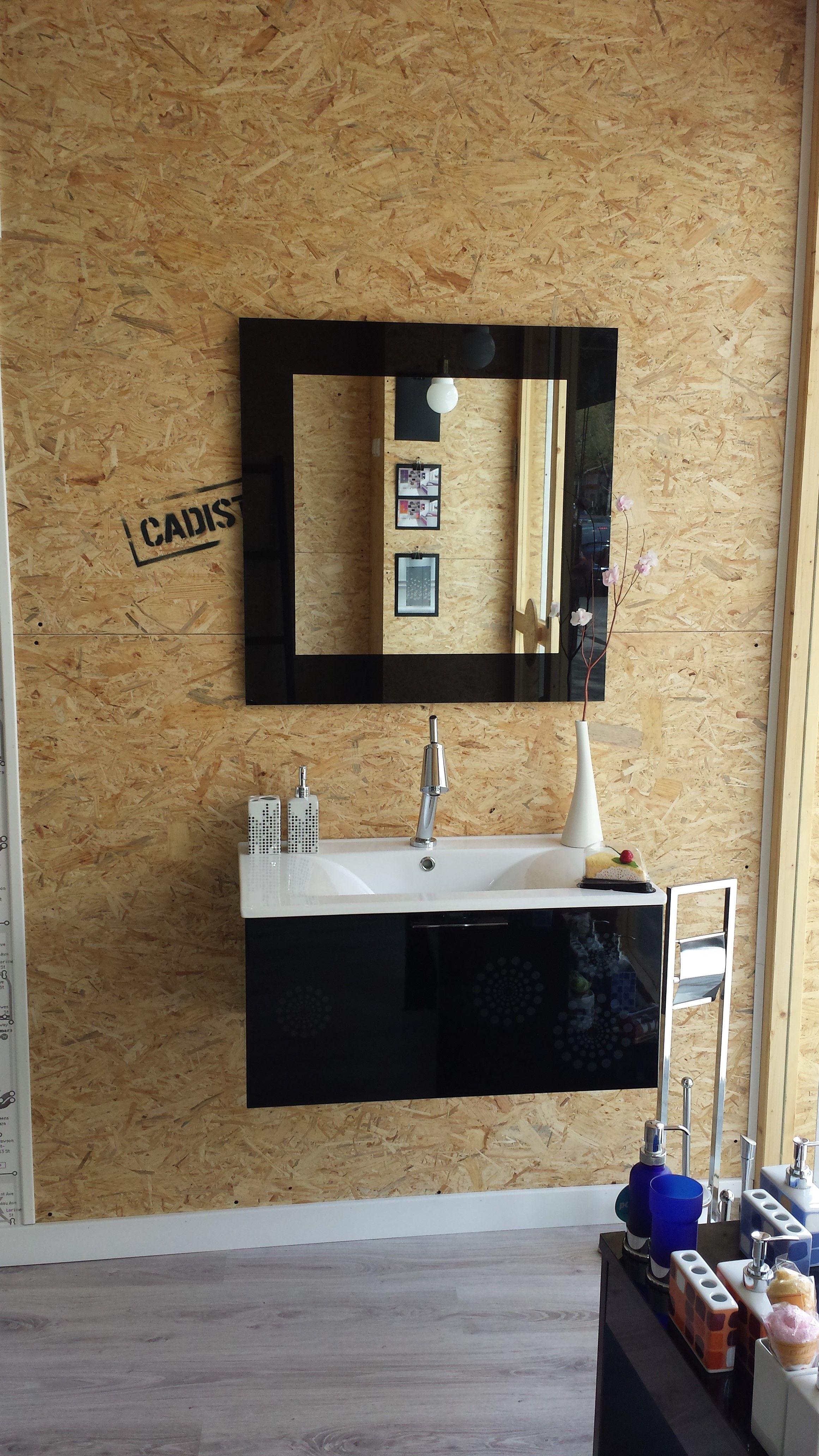 Mueble de baño suspendido, con un diseño elegante y ...