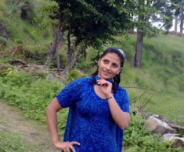 vadodara-dating-girl-bracelot-swinging