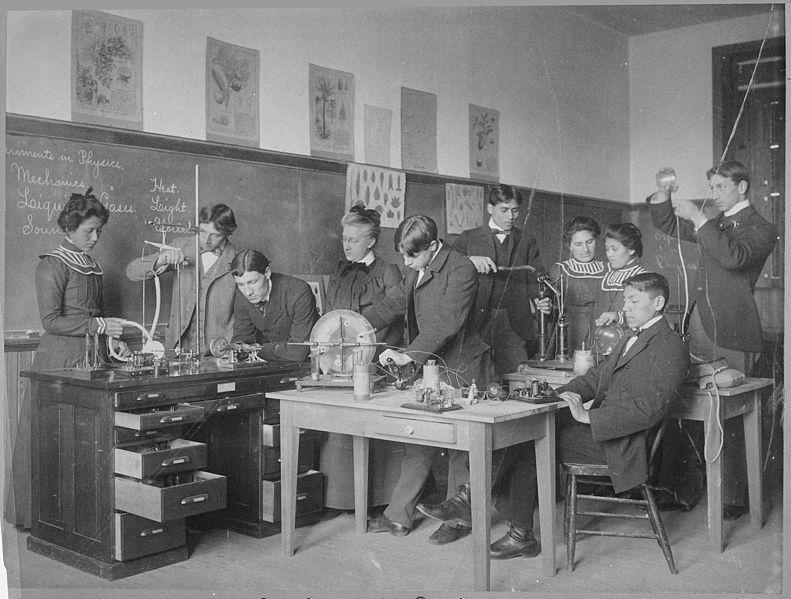File:Photograph of Boys and Girls Conducting Physics Experiments at the Carlisle Indian School in Pennsylvania, 1915 - NARA - 518926.jpg