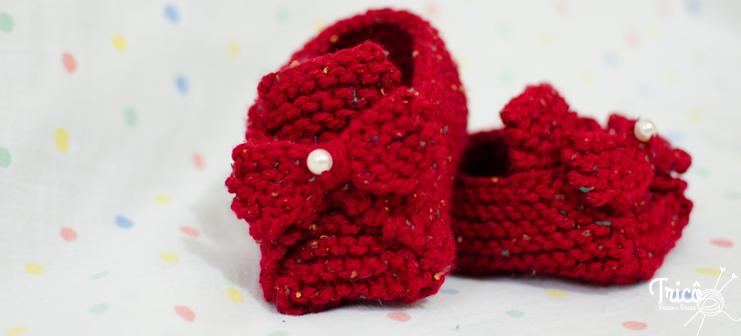 Aprenda a fazer passo a passo um sapatinho de bebê super fácil em ponto  tricô. 5f7470e765f