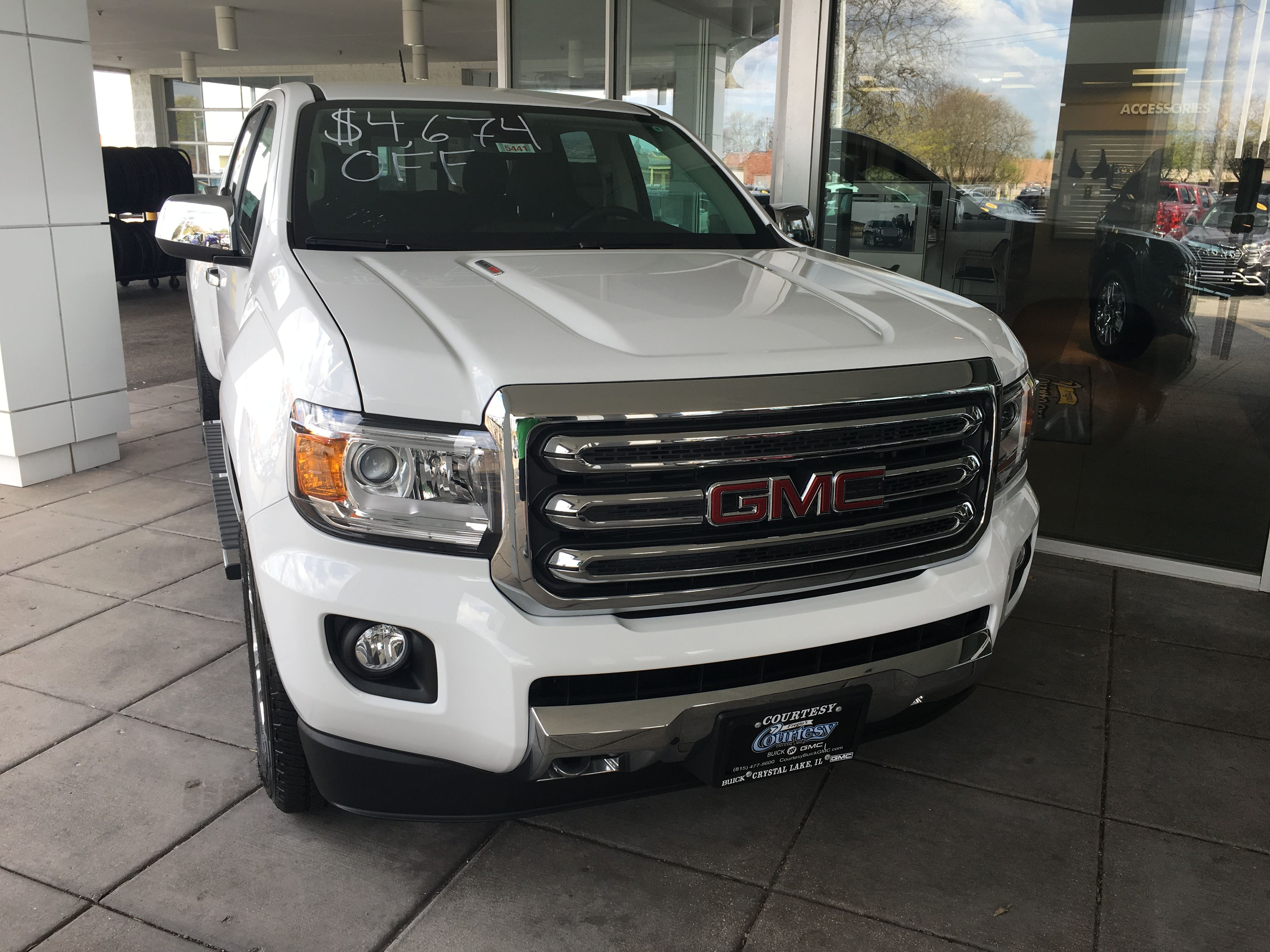 2017 Gmc Canyon 4wd Slt Long Box In Summit White With 2 8 Duramax Diesel I Do Like The Gmc Style More Than The Gmc Canyon Chevrolet Colorado Duramax Diesel