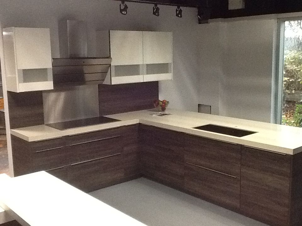 Rational cabinetry wenge with Puro white high gloss on display 7595 ...