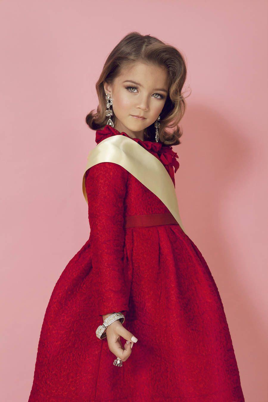 Mini Miss Portraits by Isabelle Chapuis – Fubiz Media