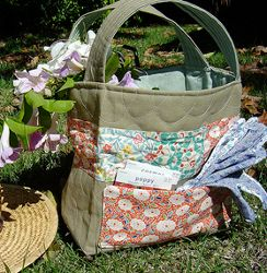 Quilted Garden Tote | AllFreeSewing.com