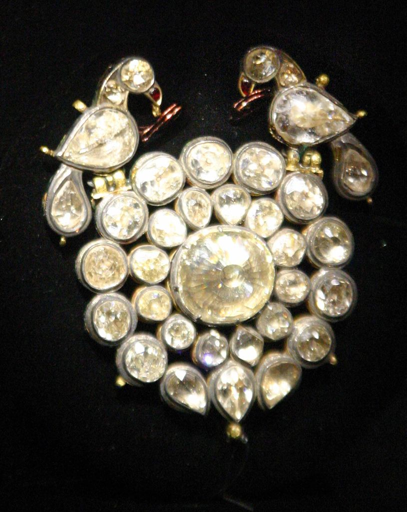 dupuis victorian jewellery gold important brooch and the lot century antique auction jewels in blogdupuis hardstone jewel experts cameo fall