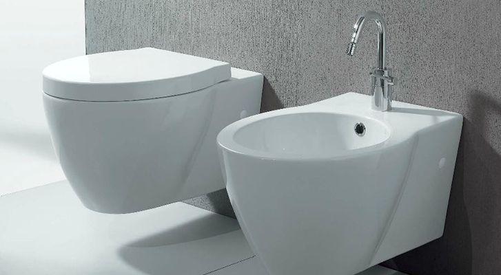 wc e bidet per bagno sospesi