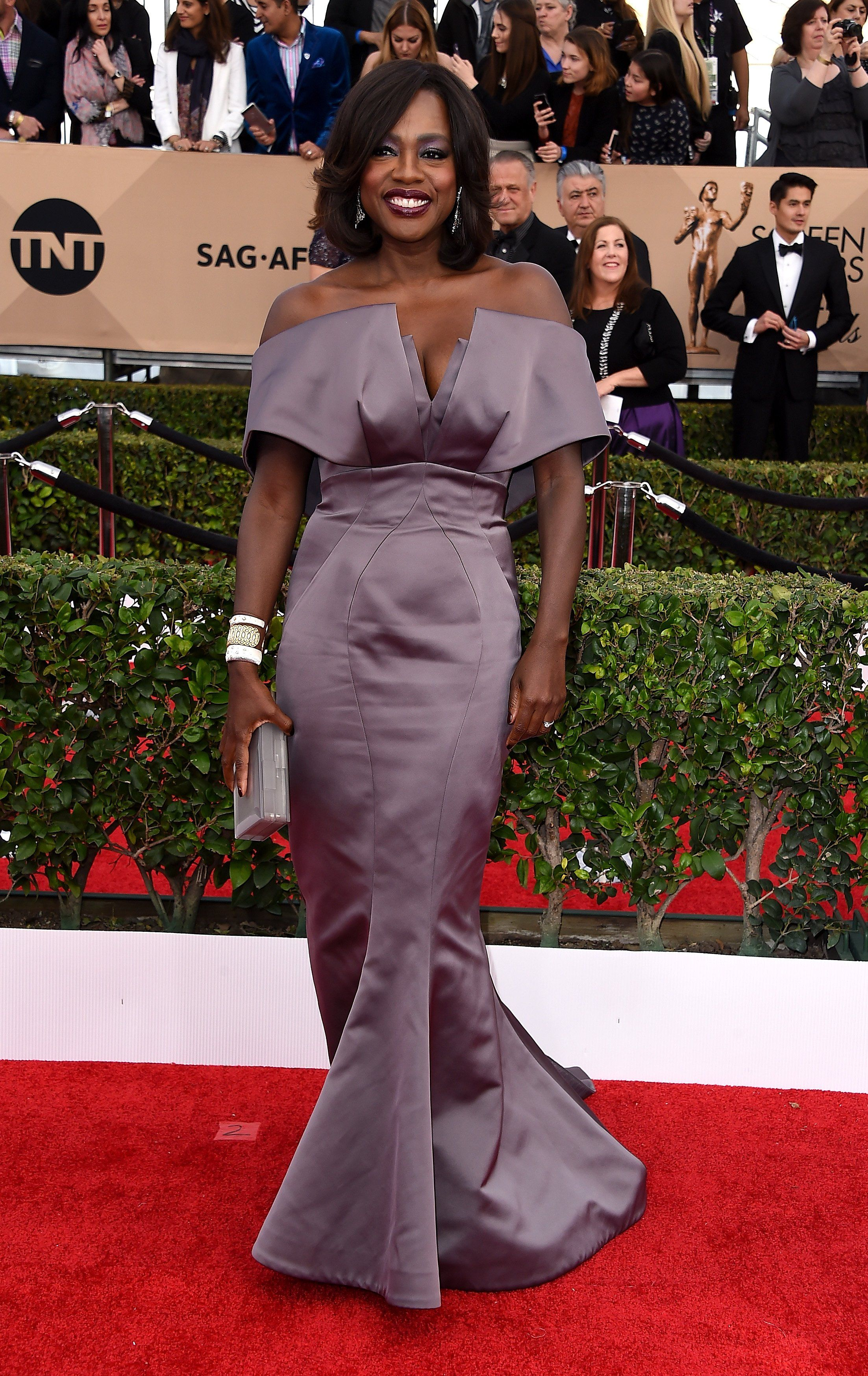 Sag awards fashionulive from the red carpet in who are