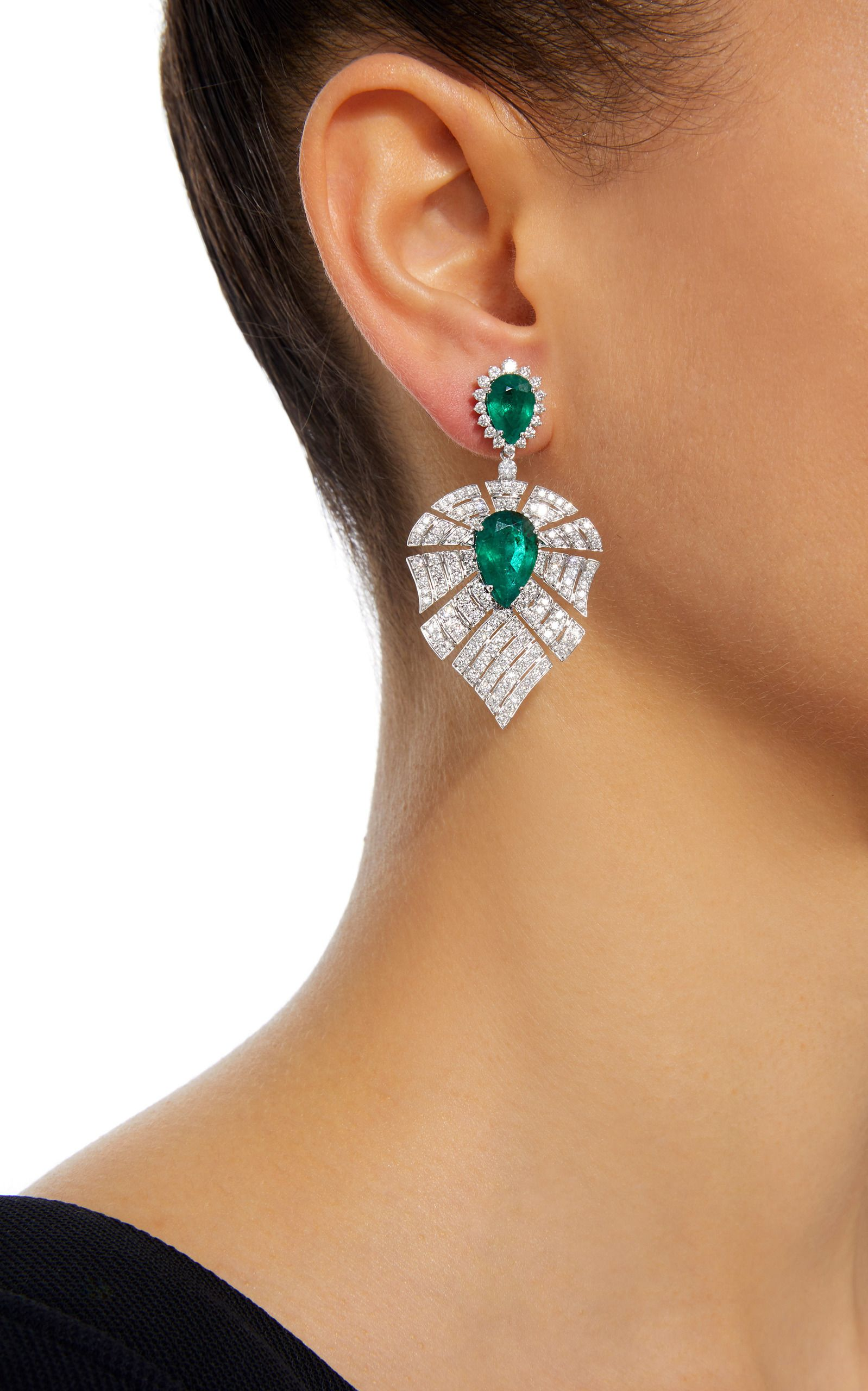 Hueb labyrinth k white gold diamond and emerald earrings