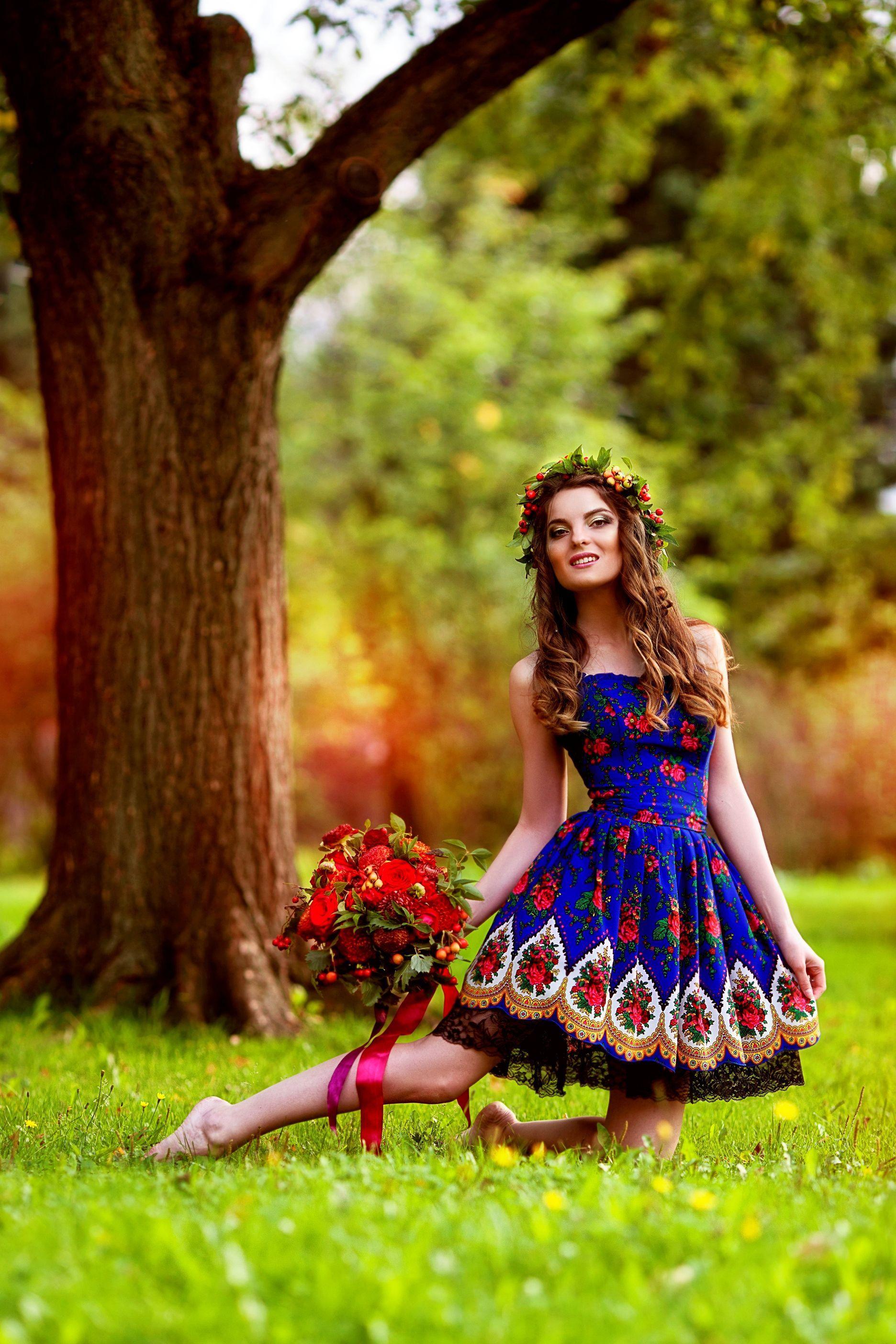 Фото красивых девушек в синем платье