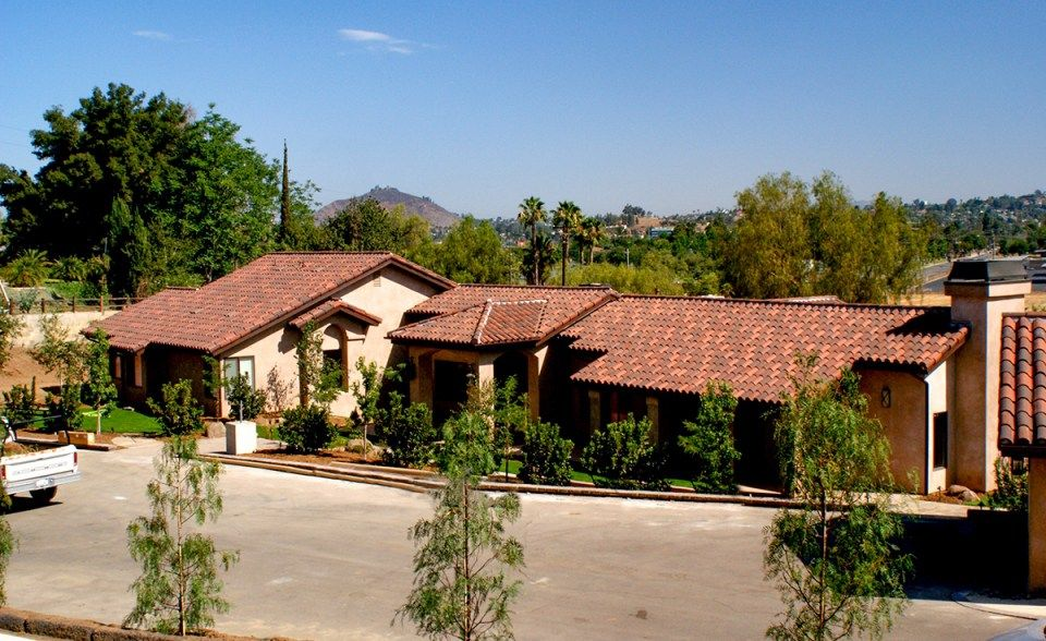Classic S Mission Clay Roof Tile With 2 Piece Eave Line In 1 3 B330 R Old Santa Barbara Blend 1 3 2f45 Sc Tobacco San Clay Roof Tiles Roof Tiles Custom Homes
