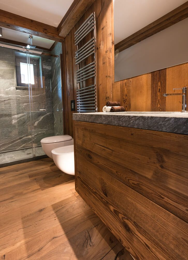 Casa rame arte rovere antico bathroom mountain home for Case di design moderno