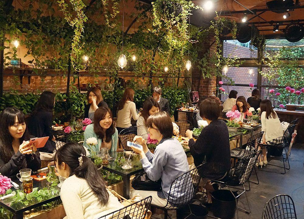 The Prettiest Cafe In Tokyo Aoyama Flower Market Tea House Triplerin Tea House Flower Market House Tokyo
