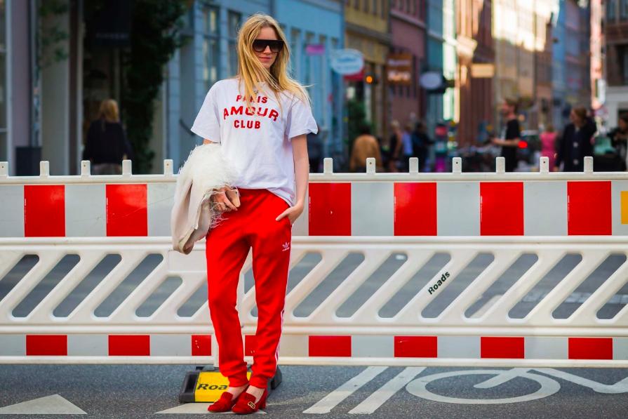 Copenhagen SS17, vermelho, t-shirt, calça vermelha, sapato vermelho, street style