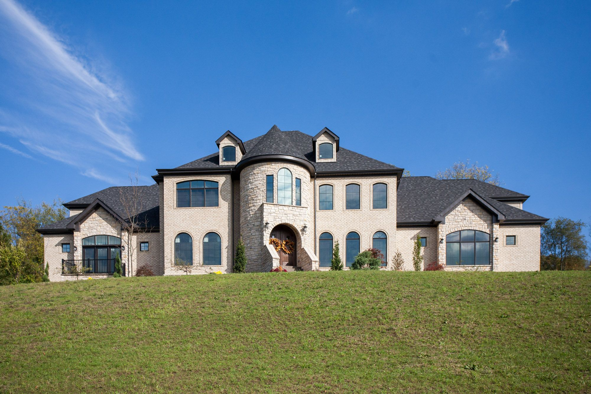 Amazing New Build By Benjamin Marcus Homes In The Pittsburgh Area Housetrends New Homes Home Home Trends