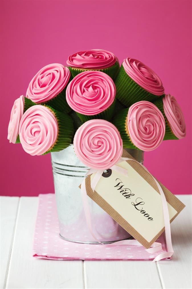 Nadia..... please do this for the tables..... 1 pot for each table.... 10 cupcakes..... 8 tables.... LOVE, LOVE, LOVE THIS!!!  Oh... did I mention... I really love this?