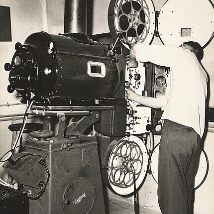 The Projectionist Vintage Projection Room Movie Theater Photograph 8x10 Photo Quality Black And White Via Etsy Cinema Objectif Photo Projecteur