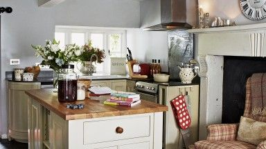 Cosy cream and wood country kitchen